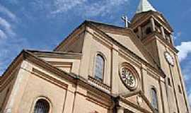 Bragan�a Paulista - Igreja Santa Terezinha por andreprata