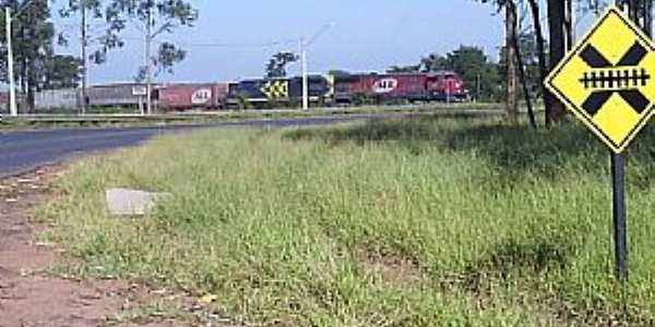 Bueno de Andrada-SP-Cruzamento da Ferrovia-Foto:MARCO AUR�LIO ESPARZA