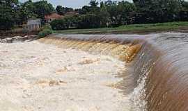 Cachoeira de Emas - Cachoeira de Emas-SP-Barragem da Represa-Foto:Gil Pagliarini