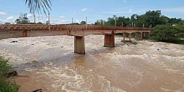 Cachoeira de Emas-SP-Ponte sobre o Rio Mogi Guaçu-Foto:Gil Pagliarini