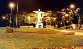 Caconde - Praça do Rosário - Vista Noturna