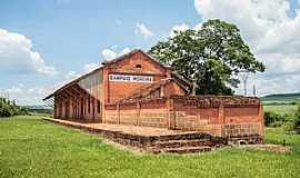 Cajuru - Antiga estaçao ferrovia da Mogiana ,na outrora mega fazenda de cafe da familia Sampaio Moreira - Cajuru - SP
