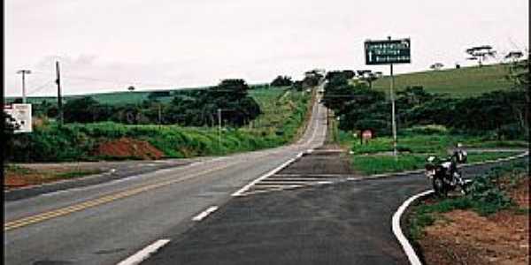 Cambaratiba-SP-Trevo de acesso-Foto:Zekinha