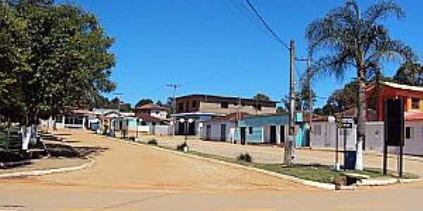 Campina de Fora-SP-Praça na Avenida central-Foto: CARVALHO
