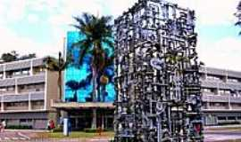Campo Limpo Paulista - Escultur feita de peças automotivas-Foto:Luciano Rizzieri