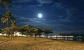 Caraguatatuba - Vis�o noturna do centro de Caraguatatuba-SP