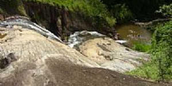 Cachoeira foto por julioricoli