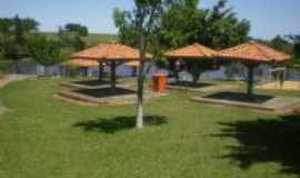 Cerquilho - Quiosques e lago do clube municipal de Cerquilho., Por Agostinho Gouveia