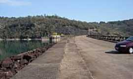 Chavantes - Ponte da Barragem em Chavantes-SP-Foto:Marcelo Delfino