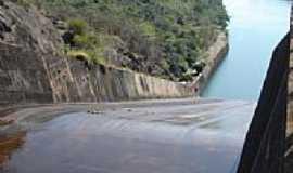 Chavantes - Vertedouro da Barragem em Chavantes-SP-Foto:Marcelo Delfino