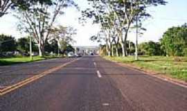 Colômbia - Colômbia-SP-Rodovia BR-326 na entrada da cidade-Foto:misterx99