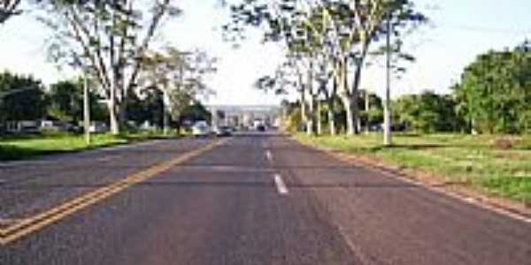 Colômbia-SP-Rodovia BR-326 na entrada da cidade-Foto:misterx99