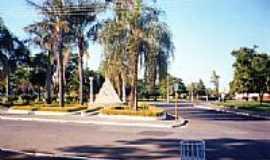 Cosmópolis - Praça em frente a rodoviaria em Cosm[opolis por Charlie Mendonça
