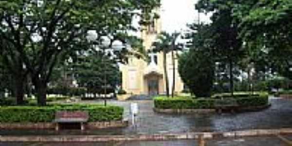 Praça e Igreja-Foto:marcosrodrigues