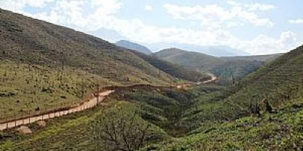 Cruzeiro-SP-Estrada entre montanhas-Foto:kasller