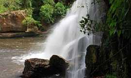 Cunha - Cachoeira do Desterro, Cunha, SP. Foto: Tadeu Sales