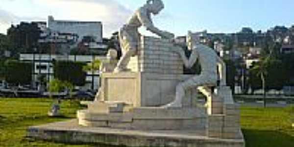 Monumento-Foto:Diademense