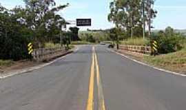 Espigão - Ponte na SP-425 sobre ferrovia-Foto:Ricardo D. Mathias