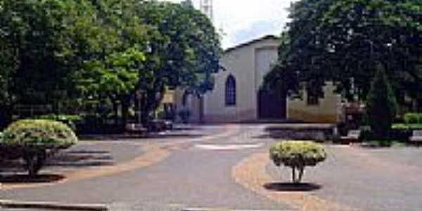 Praça e Igreja-Foto:Deive Melo