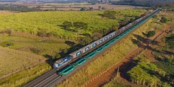 Entroncamento da Malha Paulista com a ferrovia Norte Sul em Estrela D