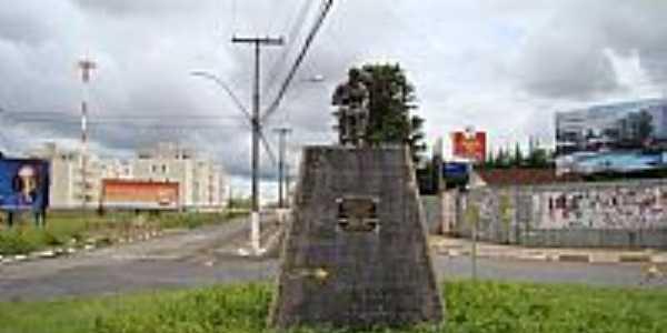 Franca-SP-Estátua em homenagem ao sapateiro Francano na Av.dos Sapateiros-Foto:Alexandre Bonacini