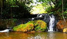 Gar�a - Pequena Cachoeira com uma piscina natural por Luciano Rizzieri