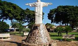 Guará - Guará-SP-Cristo na Praça José Pedro de Figueiredo-Foto:Alexandre Bonacini