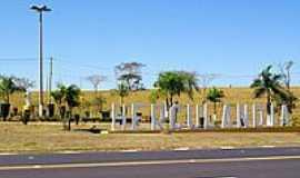 Hercul�ndia - Trevo de acesso-Foto:Eduardo M. P. Dantas