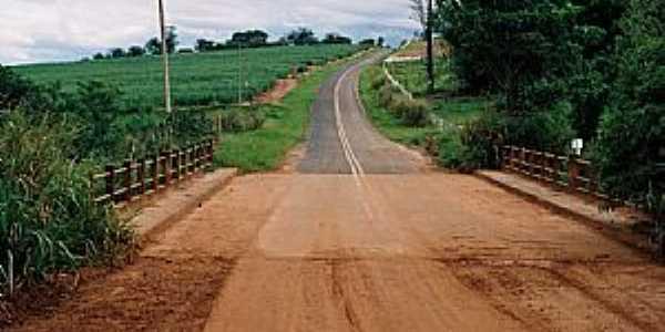 Ponte - Estrada Vicinal Marilândia À Iacanga SP.  - Por Zekinha