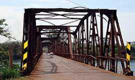 Igarapava - Igarapava-SP-Ponte de estrutura de ferro sobre o Rio Grande-Foto:EUS