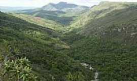 Pindobaçu - Vista da região e o Monte Santa Cruz ao fundo em Pindobaçu-BA-Foto:Antonio Macedo Rocha