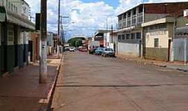 Ipuã - Ipuã-SP-Avenida Dona Tereza-Foto:Dr. Luiz Alfredo