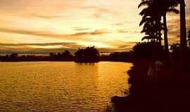 Ipuã - Ipuã-SP-Nascer do Sol na Lagoa-Foto:Vinao__Lopes