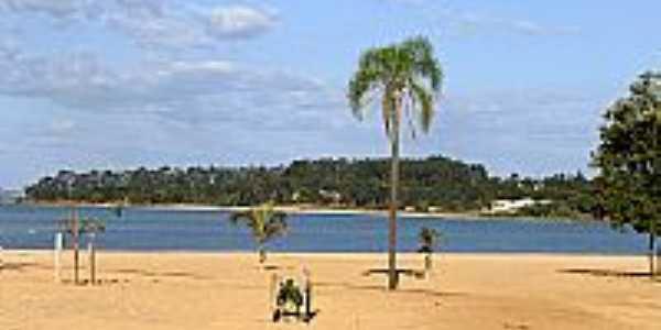 Praia no município de Itaí na represa
