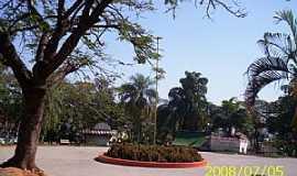 Itajobi - Itajobi-SP-Praça da Matriz-Foto:Luzia Frata