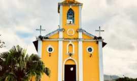 Itaóca - Igreja matriz na praça central, Por Paula Borgo