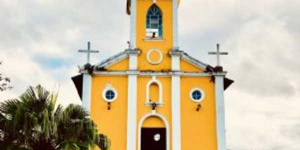 Igreja matriz na praça central, Por Paula Borgo