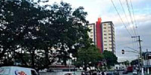 Avenida central em Itapevi-SP-Foto:Mauro Luiz Benedito …
