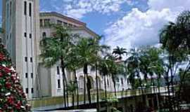 Itapira - Itapira-SP-Pra�a Bernardino de Campos em frente � Igreja-Foto:J Oliveira