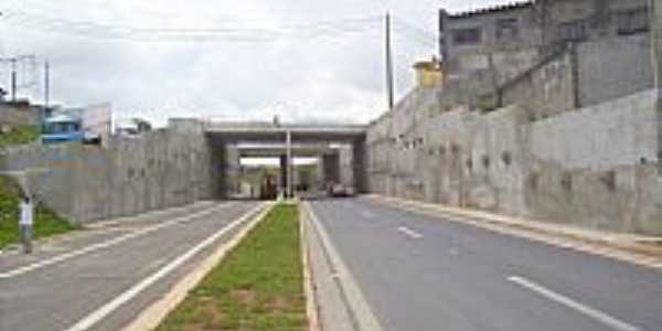 Viaduto na Rodovia Gov.Mário Covas em Itaquaquecetetuba-Foto:Kacinskas
