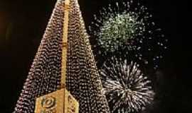 Itu - Itu-SP-Árvore de Natal no Plaza Shopping com 84 mts de altura-Foto:www.itu.com.br/