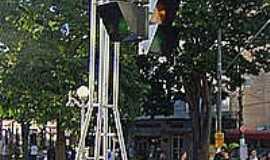 Itu - Itu-SP-Semáforo gigante na Praça da Matriz-Foto:Wikipédia.