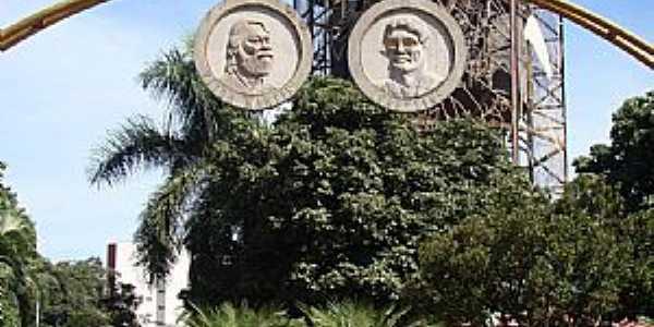Ituverava-SP-Homenagem à Ivan Lins e Victor Martins na Praça Dez de Março-Foto:Alexandre Bonacin
