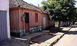 Iubatinga - Iubatinga-SP-Casas de madeira no centro do distrito-Foto:Lucas Souza RF