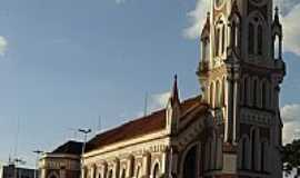 Jardinópolis - Igreja Matriz na Praça central por Suzi