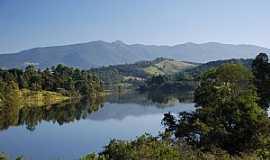 Joanópolis -  Joanópolis SP - Serra de Extrema refletida na represa de Joanópolis - por ACCosta
