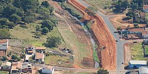 Avenida Luiz Pereira Lima e Rio Pedreira no Bairro Santa Maria