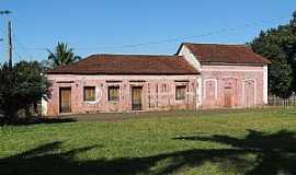 Jurucê - Jurucê-SP-Casarão antigo no Distrito-Foto:Humberto Favaro