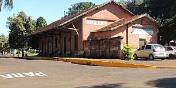 Jurucê-SP-Antiga Estação Ferroviária no Distrito-Foto:Humberto Favaro