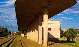 Lençóis Paulista - Lençóis Paulista-SP-Plataforma de Embarque Estação Ferroviária-Foto:Adriano Martins